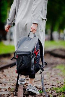 Серый рюкзак туристический