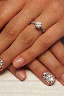 Свадебный маникюр 2019 с кристаллами