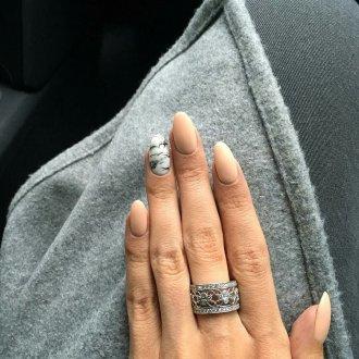 Свадебный маникюр 2019 мраморный