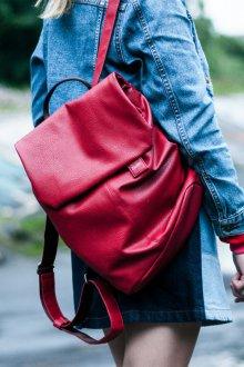 Красный рюкзак городской
