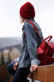 Красный рюкзак с карманами