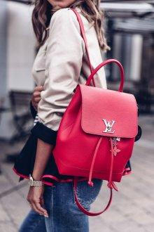 Красный рюкзак стильный
