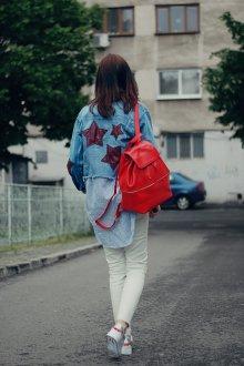 Красный рюкзак с молнией