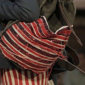 Красный рюкзак с пайетками
