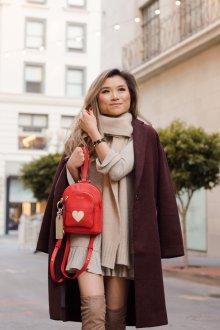 Красный рюкзак с перфорацией