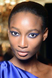 Синий макияж с тенями