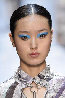 Синий макияж тренды