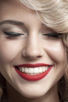 Красный макияж для губ
