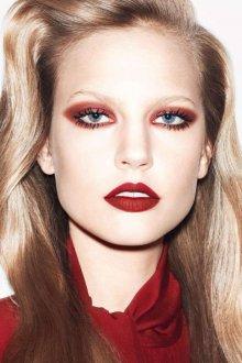 Красно-коричневый макияж