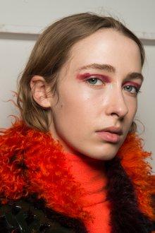 Красный макияж для образа