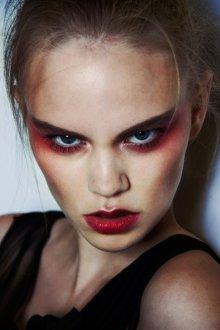 Красный макияж растушеванный