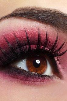 Красно-розовый макияж