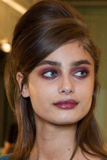 Красный макияж для шатенок