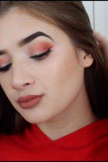 Красный макияж смоки айс