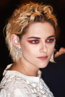 Красный макияж smoky eyes