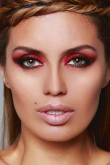 Красный макияж для светловолосых