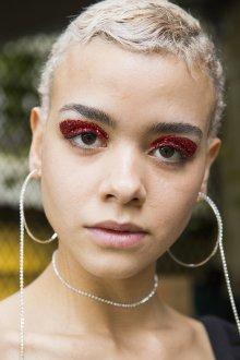 Красный макияж тенями