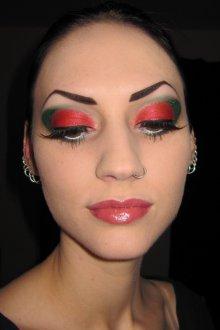 Красно-зеленый макияж