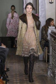 Пальто с мехом от Валентино 2019