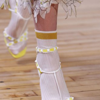 Желтые туфли Valentino 2018