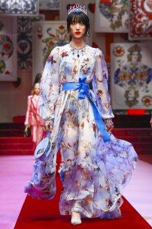 Дольче габбана 2019 голубое платье