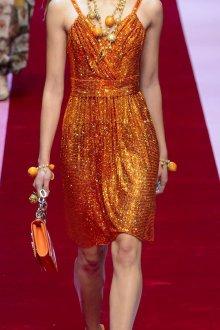 Dolce gabbana 2018 золотое платье