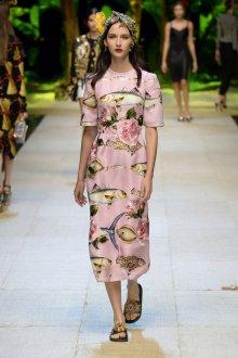 Дольче габбана весна лето 2019 розовое платье