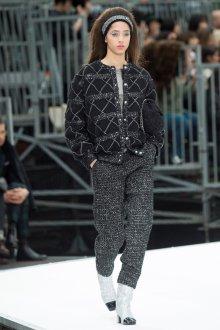 Шанель осень зима 2018 куртка