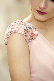 Коктейльное платье 2020 с декором на плечах