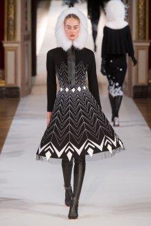 Платье зима 2018 черно-белое