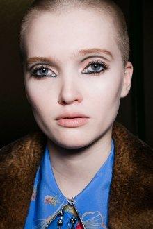 Тренды макияжа с блестками 2018