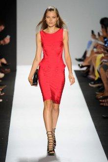 Платье для женщины 40 лет красное