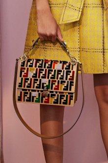 Бренды сумок Fendi клатч
