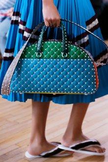 Бренды сумок Valentino голубая