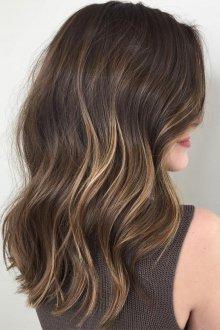 Мелирование 2019 карамельное на средние волосы