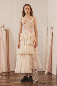 Свадебное платье 2020 бежевое с цветами