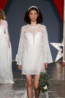 Свадебное платье 2020 короткое со стразами