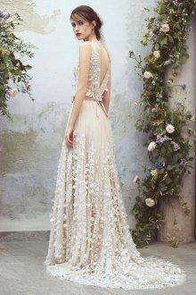 Свадебное платье 2020 с объемным декором