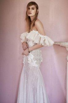 Свадебное платье 2020 с открытыми плечами и воланами