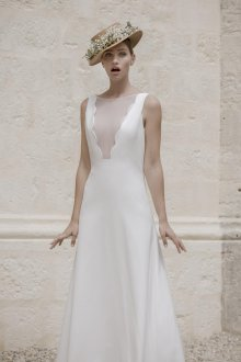 Свадебное платье 2020 плотное с вырезом