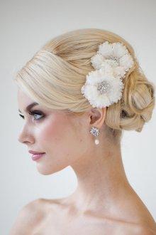 Свадебная прическа 2019 с цветами