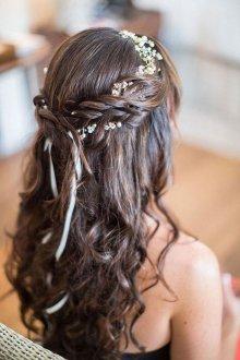 Свадебная прическа 2018 на длинные волосы с лентой