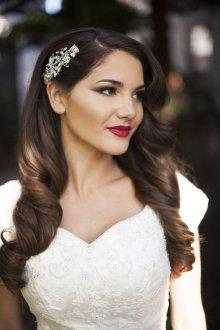 Свадебная прическа 2019 на длинные волосы распущенные