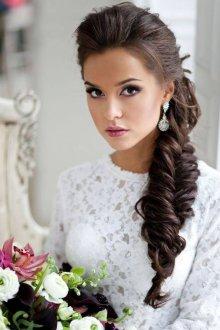 Свадебная прическа 2018 на длинные волосы в рыбьей косе