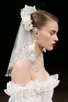 Свадебная прическа 2019 модная с фатой