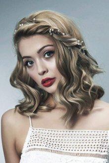 Свадебная прическа 2019 на средние волосы со жгутиками