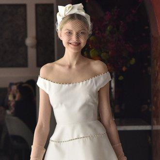 Свадебная прическа 2019 со шляпкой