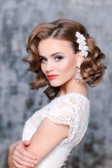 Свадебная прическа 2019 на средние волосы с начесом