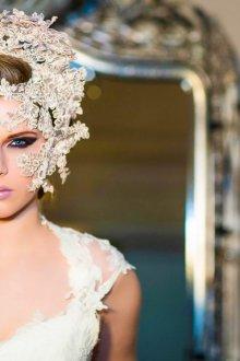 Свадебная прическа 2019 с украшением