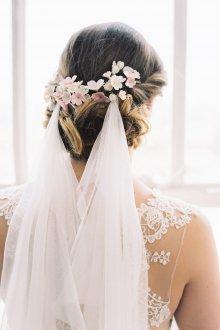 Свадебная прическа 2019 с заколкой